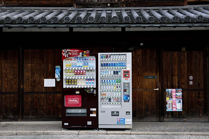 Mazurek_Japan_Vending Machines